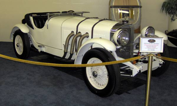 1928_Mercedes-Benz_SSK_(replica).jpg